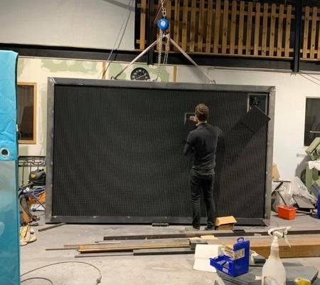 Réalisation de structure publicitaire en acier pour écran led